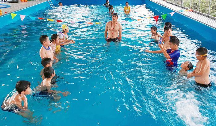 Mỗi năm, hồ bơi công viên nước Thanh Lễ thu hút rất đông người đến vui chơi, giải trí