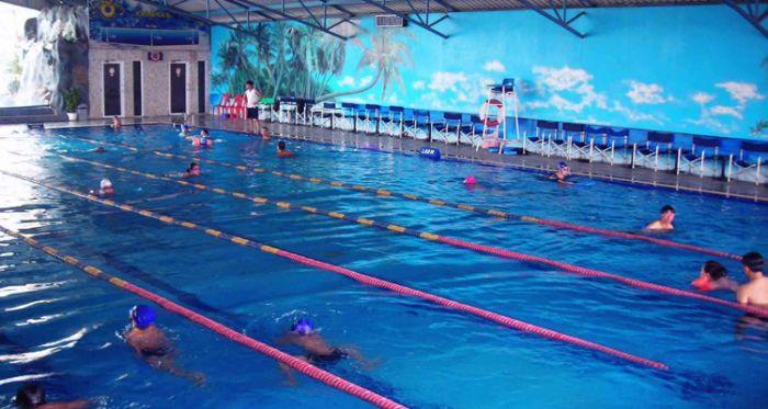 Bên cạnh khu giải trí dưới nước đầy sôi động, chúng ta còn có thể tham gia bơi lội ở khu hồ bơi khang trang, sạch sẽ