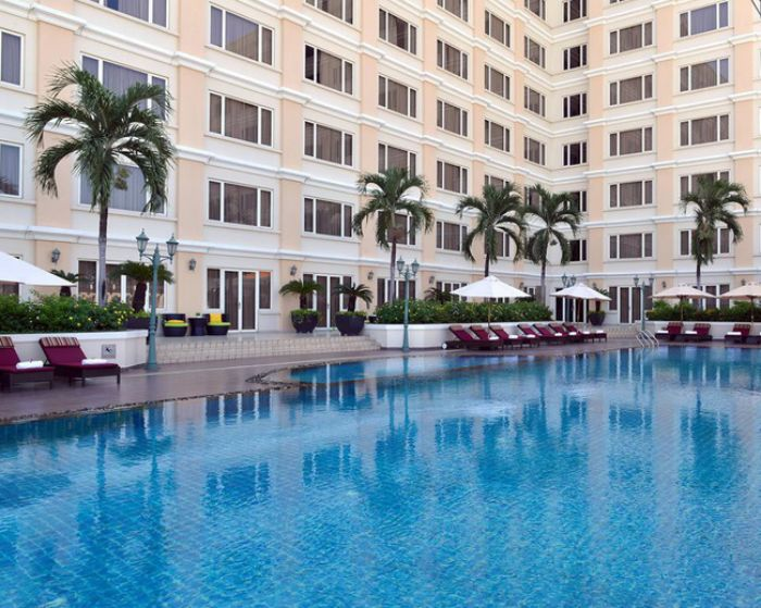 Hồ bơi khách sạn New World là một trong những hồ bơi đẳng cấp bậc nhất tại quận 1